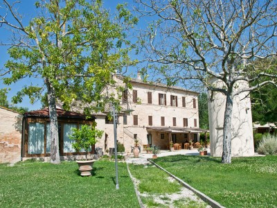 EXCLUSIVE COUNTRY HOUSE FOR SALE IN LE MARCHE Property with tourist activity, guest houses, for sale in Italy in Le Marche_1